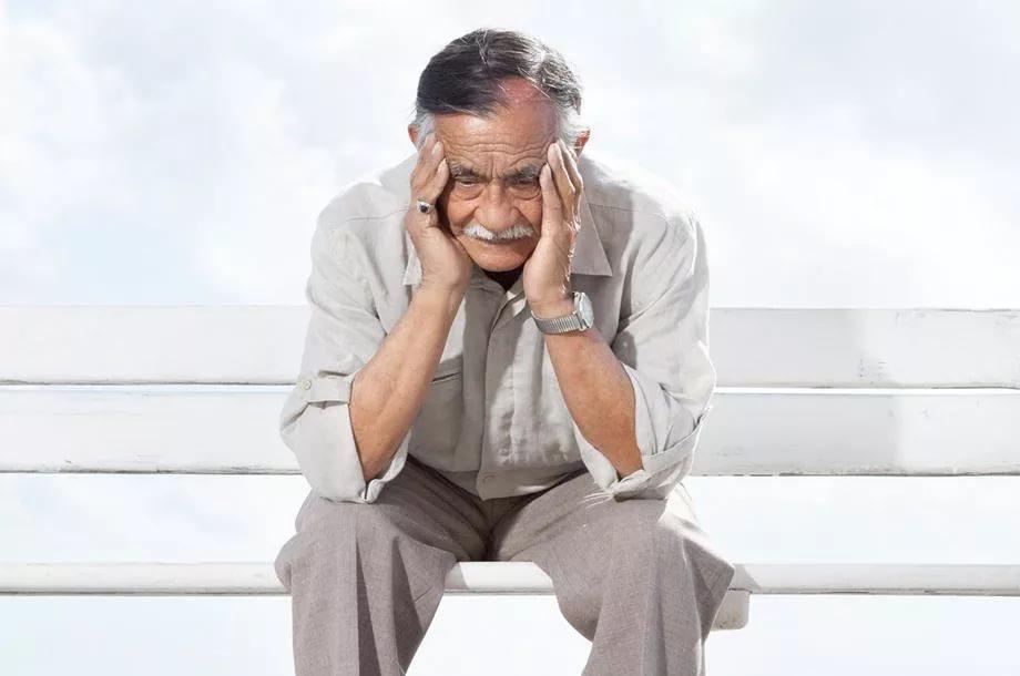 Потеря памяти у молодых и пожилых людей: причины и лечение